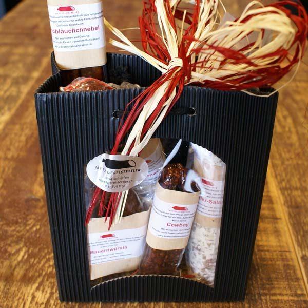 Das perfekte Geschenk für die Hochzeit, Geburtstag, Weihnachten oder zum Jubiläum, die Geschenkstasche mit verschiedenen Rohwürste.