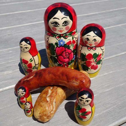 Die Bratwurst für die Fussball-Weltmeisterschaft 2018 in Russland. Hergestellt nach einem typischen Russischen Rezept.