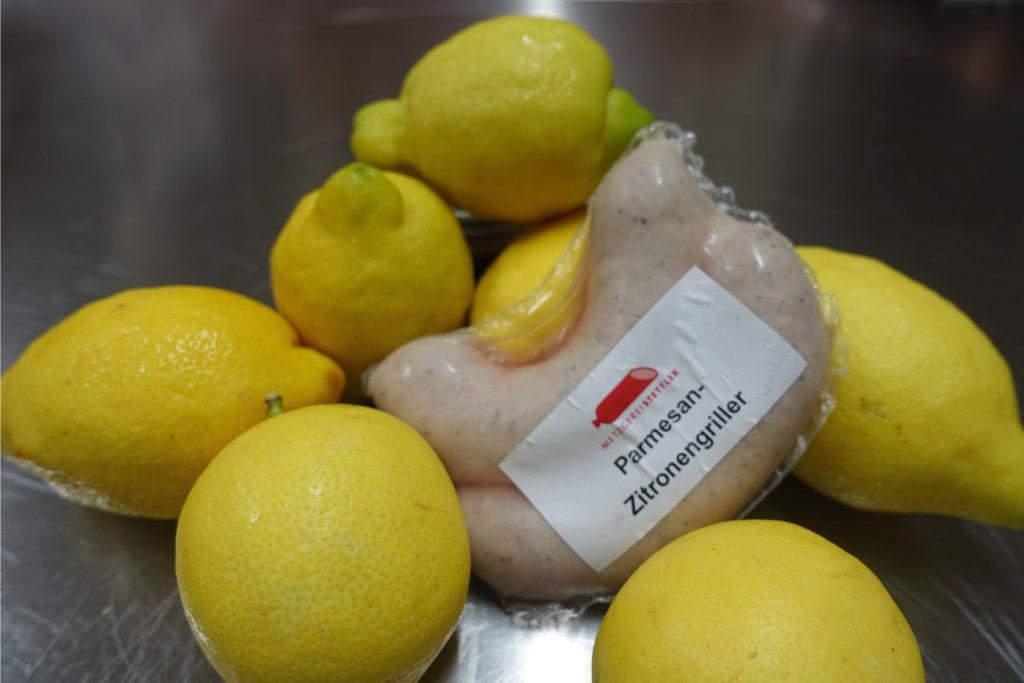 Eine grobe Schweinsbratwurst mit Parmesan und frischen Zitronen. Der perfekte Griller für den Ferienstart.