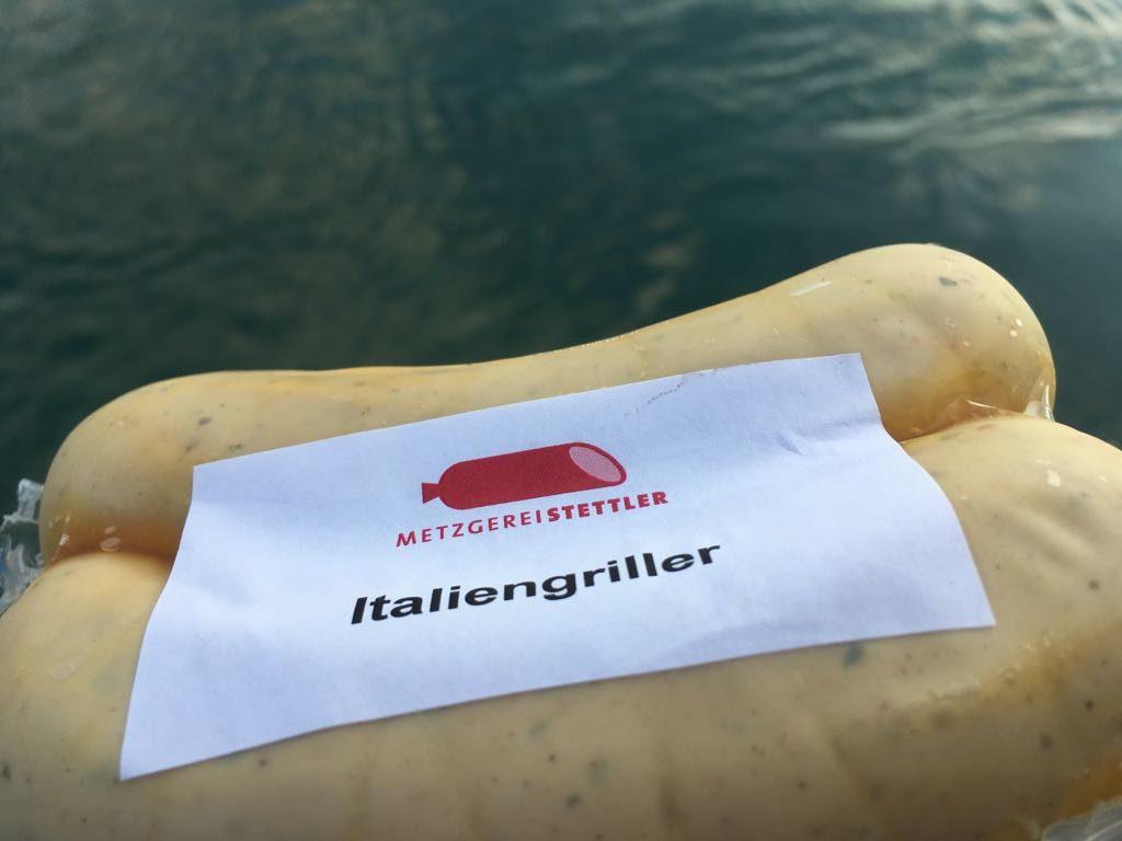 Da geht die Wurst baden! Passend um die letzten Tage der Badezeit auszuklingen: Der Italien-Griller. Mit dieser Bratwurst fällt das Grillfest garantiert nicht ins Wasser.